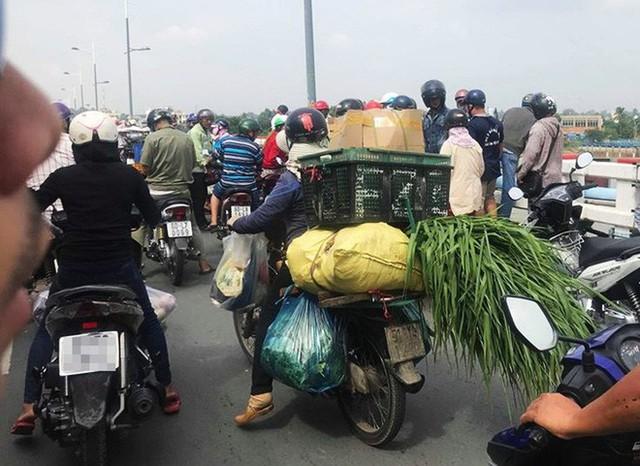 Vụ việc khiến giao thông tại đây bị ách tắc.