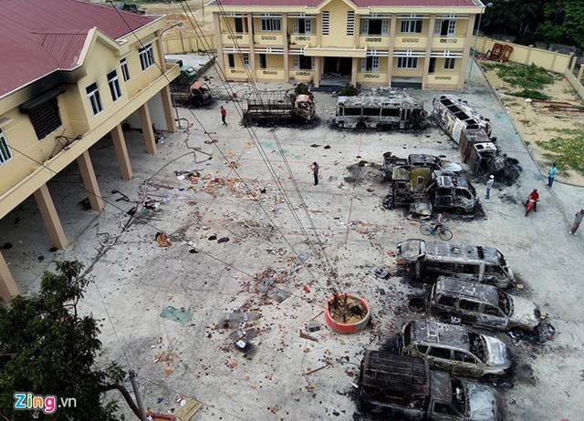 Trụ sở cảnh sát PCCC đóng tại thị trấn Phan Rí Cửa bị đốt phá. Ảnh: Ngọc An.