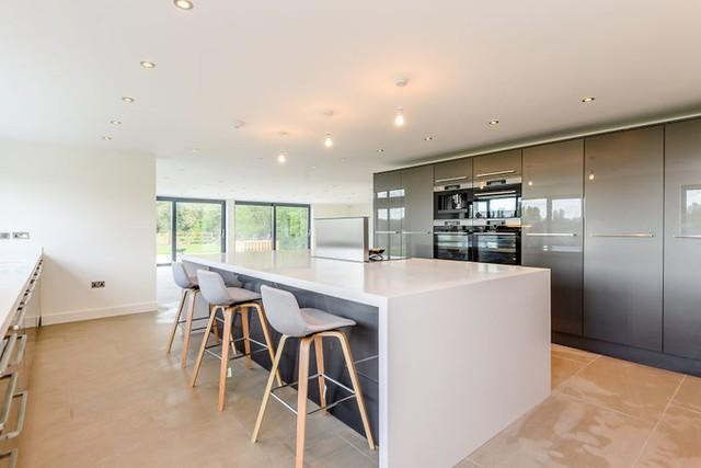 Chủ đầu tư không tiết lộ kinh phí sửa nhưng rao bán nhà với giá 1,3 triệu USD.