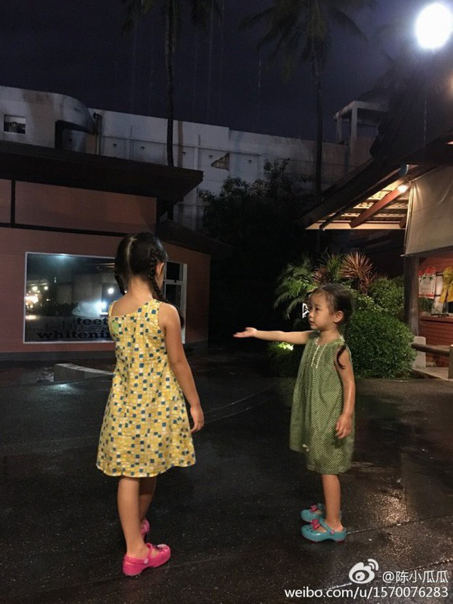 Hai cháu gái đáng yêu của Lý Bảo Điền.