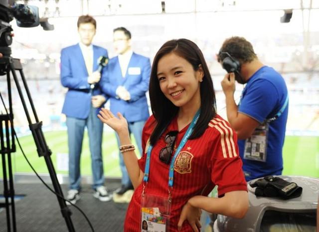 Jang Ye Won được truyền thông chú ý khi xuất hiện đưa tin trận đấu giữa Tây Ban Nha và Chile tại World Cup 2014. Ảnh: Instagram NV.