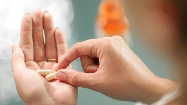 Hãy hỏi bác sĩ về mọi loại thuốc và thực phẩm bổ sung mà bạn uống, ngay cả khi đó là sản phẩm không cần kê đơn và bạn không uống thường xuyên.