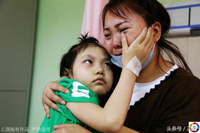 Chuyện của Đơn Ni hai năm nay đã lấy đi của cô Lưu không biết bao nhiêu nước mắt, cô cảm thấy ân hận vì đã đưa con mình tới thế giới đau khổ này.
