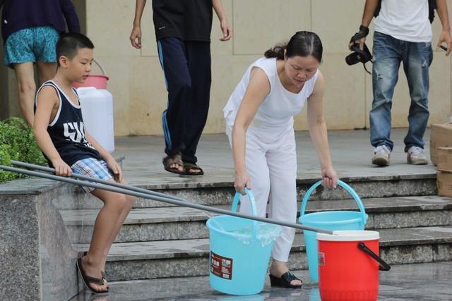 Hàng chục nghìn hộ dân phía nam Hà Nội lại lại phải lo lắng vì nước sạch. Ảnh: Q.Thành
