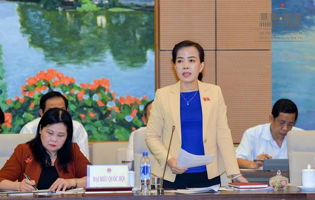 Đại biểu Nguyễn Thị Kim Thúy (đoàn TP Đà Nẵng) phát biểu trong phiên thảo luận.     Ảnh: quochoi.vn