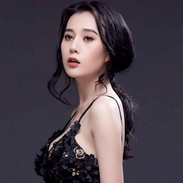 Phương Oanh cho biết tuy theo hình ảnh gợi cảm nhưng cô biết giới hạn để không trở nên phản cảm.