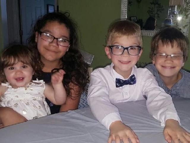 Hai trong 4 đứa trẻ là con của Gary. (Ảnh: Internet)