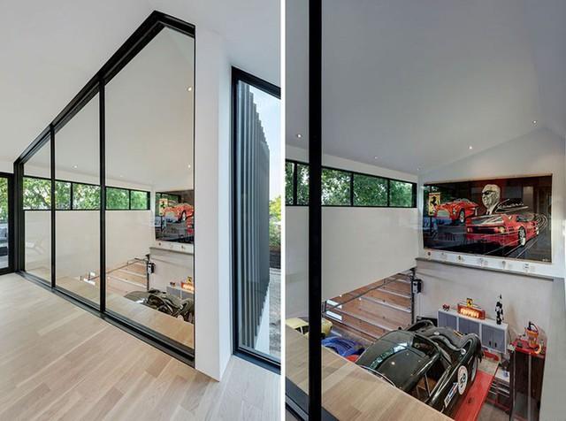 Trên tầng 2, có một khoảng cửa kính cao từ trần tới sàn nhà giúp quan sát xuống chỗ để xe dưới tầng một.