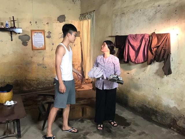 Nghệ sĩ Trà My và con trai trong một cảnh quay lúc trẻ
