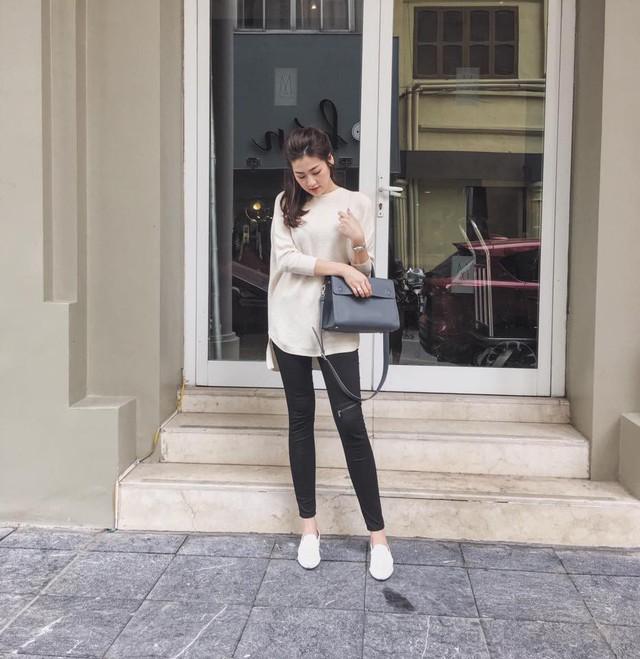 Chiếc túi Diorever đang hot khắp các diễn đàn thời trang có giá khoảng 3400 USD (Khoảng 74 triệu đồng)