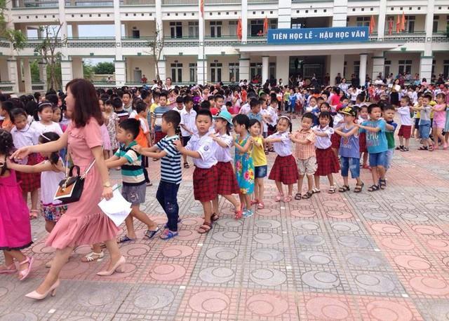 Kỳ tuyển sinh lớp 1 năm học 2018 - 2019 tại Hà Nội dự kiến sẽ tăng khoảng 3 vạn học sinh so với năm học trước. Ảnh minh họa: Q.A