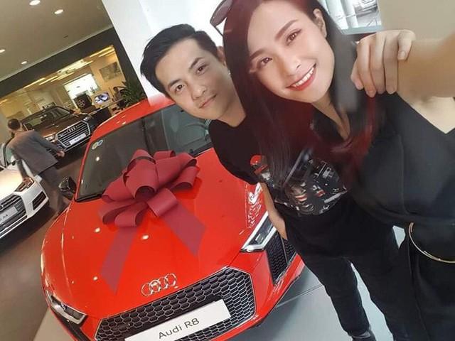 Ông Cao Thắng và Đông Nhi sở hữu chiếc xe Audi R8 trị giá hàng tỷ đồng