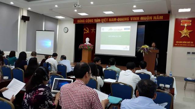 Các đại biểu tham dự buổi tổng kết dự án sáng ngày 18/6. Ảnh PT