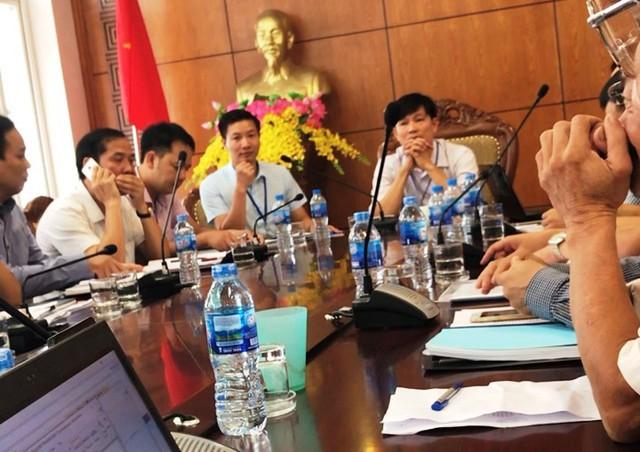 Cuộc họp giữa ban ngành chức năng tỉnh Hưng Yên với chủ đầu tư và người dân ngày 14/6.     Ảnh: PV