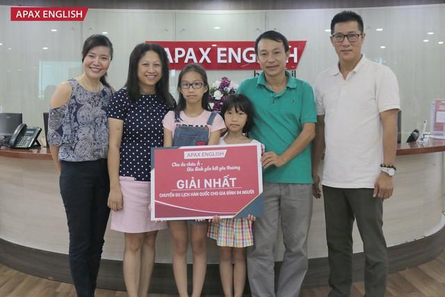 Gia đình chị Nguyễn Thị Mai Phương vô cùng bất ngờ khi nhận được chuyến du lịch gần 100 triệu đồng.