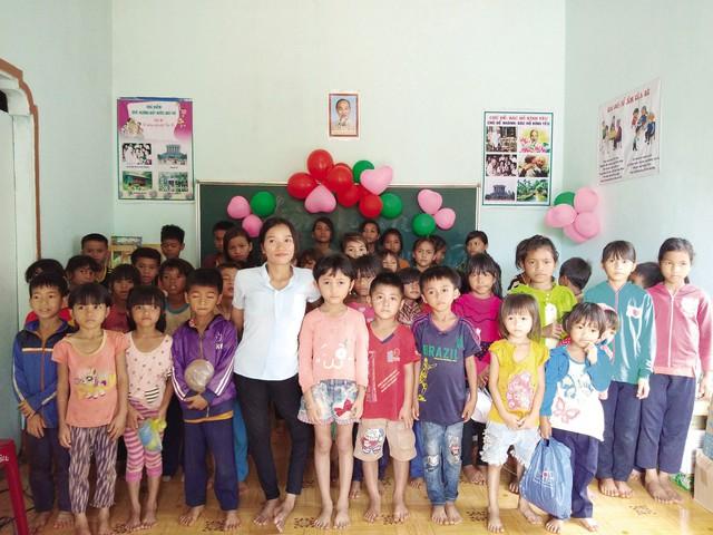 Lớp học tình thương của cô H'Blao lúc nào cũng đông học sinh.     Ảnh: N.Huy