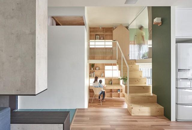 Khu vực cầu thang và lối dẫn vào góc làm việc, phòng vui chơi chung của gia đình.