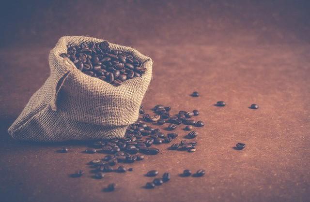 Ngoài làm đồ uống, cà phê còn có thể nấu ăn, ví dụ như để trang trí, làm thành phần cho bánh ngọt, bánh quy.