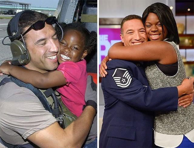 Lính cứu hộ Mike Maroney gặp lại cô bé mình đã từng cứu sống, 10 năm sau cơn bão Katrina.