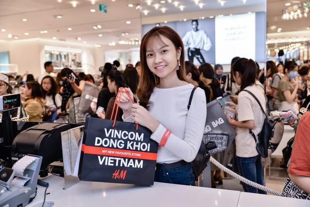 Các hoạt động Sale do Vincom tổ chức luôn thu hút được sự quan tâm của khách hàng bởi số lượng thương hiệu và sản phẩm tham gia đa dạng cùng những chương trình khuyến mãi hấp dẫn