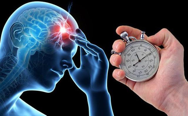 Những người thức khuya xem bóng đá, khiến đồng hồ sinh học của cơ thể thường bị gián đoạn.