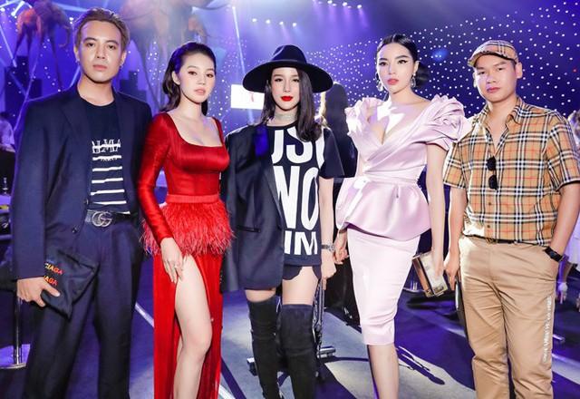 Từ trái qua: stylist Mạch Huy, hoa hậu Jolie Nguyễn, hoa hậu Kỳ Duyên và người quản lý là bạn bè thân thiết của Diệp Lâm Anh.
