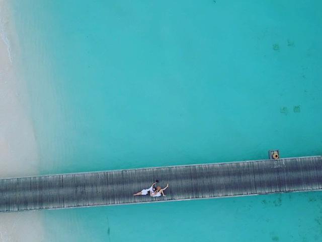 Cặp đôi có chuyến đi nghỉ tại Maldives. Hình ảnh này khiến nhiều người thắc mắc có phải Cường Đô La và Đàm Thu Trang đang đi chụp ảnh cưới.