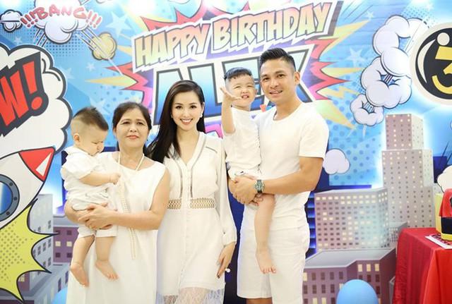 Mẹ ruột của Tâm Tít tới mừng sinh nhật cháu ngoại và con rể.