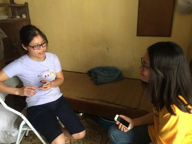 Chị Trần Thị Liên (32 tuổi) trò chuyện cùng phóng viên