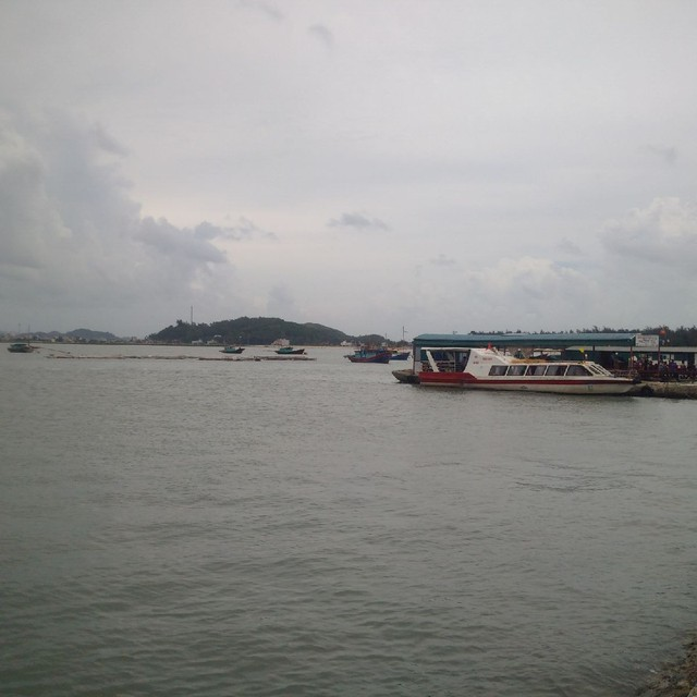 Một dự án nạo vét luồng lạch tại xã đảo Quan Lạn, Vân Đồn chịu ảnh hưởng từ chờ quy hoạch. (ảnh: HC)