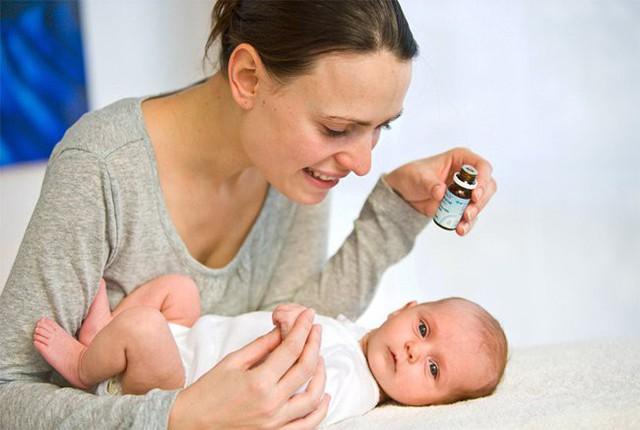 Bổ sung vitamin D cho trẻ cần có sự tư vấn của bác sĩ. Ảnh: TL