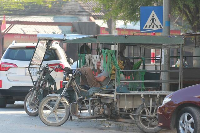 Thống kê từ Sở GTVT Hà Nội, chỉ có 30/4.367 xe ba bánh được phép lưu hành. Ảnh: Q.T