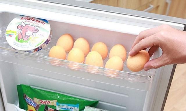 Trên vỏ trứng có lớp màng bọc tránh vi khuẩn xâm nhập. Ảnh: Internet