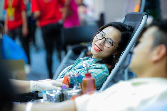 Nhiều bạn trẻ là công nhân của các nhà máy Samsung trên địa bàn tỉnh Bắc Ninh, Thái Nguyên tham gia chương trình hiến máu tình nguyện.