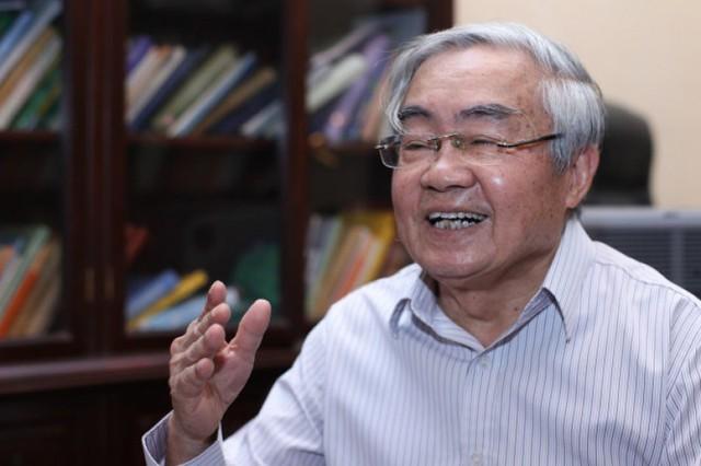 GS Phạm Minh Hạc, nguyên Bộ trưởng GD&ĐT, cho rằng nạn chạy trường đến từ sự yếu kém trong công tác quản lý của các nhà lãnh đạo ngành giáo dục, và cả phía phụ huynh. Ảnh: X.T.