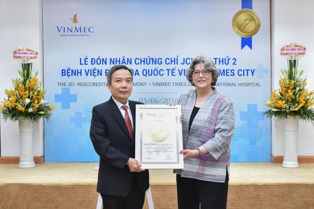Ngày 5/6/2018, bà Paula Wilson - Chủ tịch kiêm Giám đốc điều hành Tổ chức công nhận chất lượng y tế quốc tế JCI đã trang trọng trao chứng chỉ JCI lần 2 cho Bệnh viện ĐKQT Vinmec Times City.