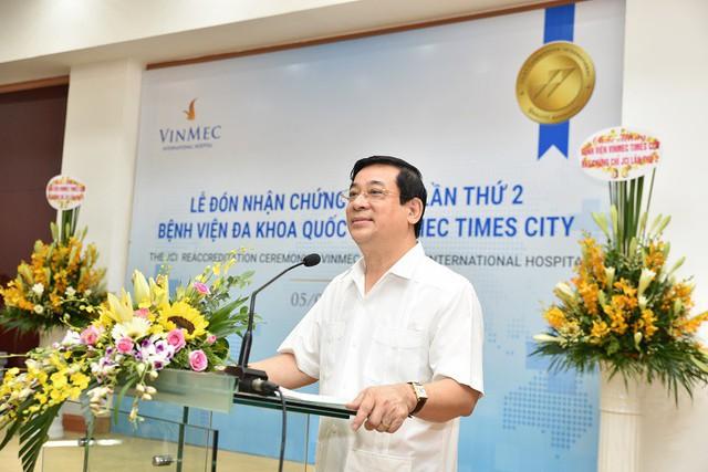 PGS – TS Lương Ngọc Khuê – Cục trưởng Cục quản lý khám chữa bệnh (Bộ Y tế) khẳng định Vinmec là bệnh viện hình mẫu về hiệu quả trong quản lý vận hành.