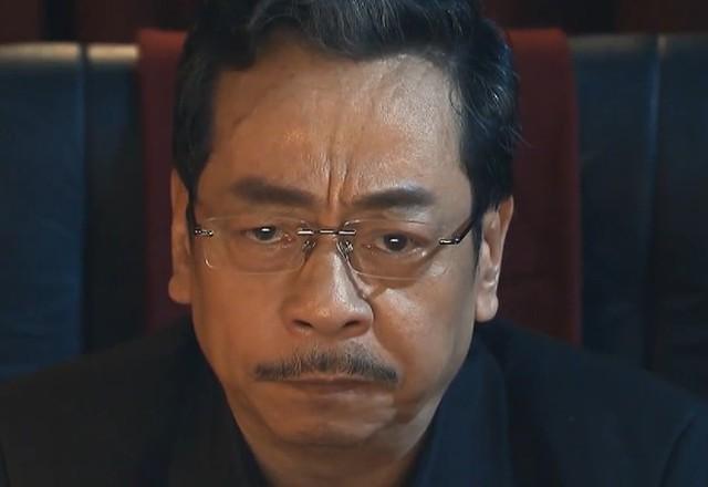 Phan Quân (nghệ sĩ Hoàng Dũng) đau đầu khi phải phán xử chính con trai mình.