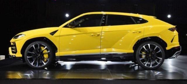 Lamborghini Urus thật (trên) và xe nhái (dưới) giống y chang nhau về thiết kế.