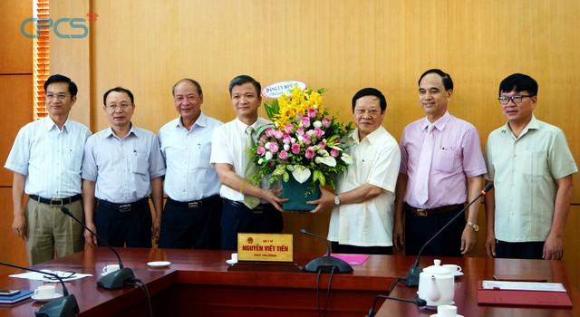 Thứ trưởng NguyễnViết Tiến trong buổi gặp mặt, làm việc với lãnh đạo Tổng cụcDS-KHHGĐ. Ảnh: Hà Thư
