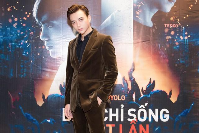 Ca sĩ Soobin Hoàng Sơn hóa thân cậu con trai 22 tuổi đam mê ca hát của Khánh Huyền.
