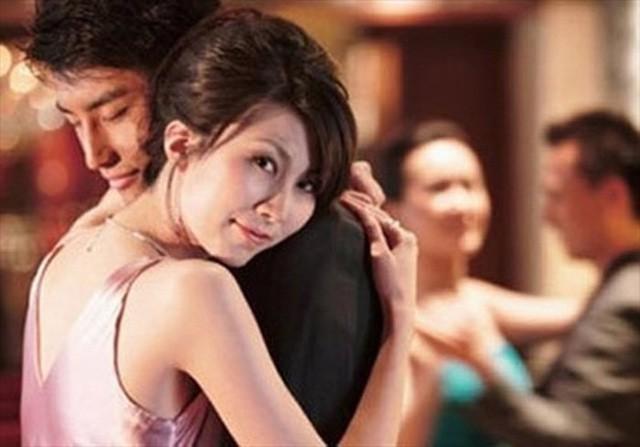 Trả thù chồng ngoại tình bằng cách cặp bồ không đem lại hạnh phúc cho bất cứ ai. Ảnh minh họa