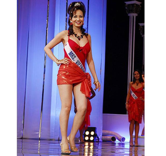 Lúc mới đăng quang, Diệu Hoa sở hữu chiều cao hạn chế 1m58 cùng số đo 3 vòng là: 81-61,5-84. Sau này Diệu Hoa còn đi thi Hoa hậu Quý bà 2008. Dù đã qua 3 lần sinh nở nhưng vóc dáng của cô vẫn rất thon gọn, săn chắc.