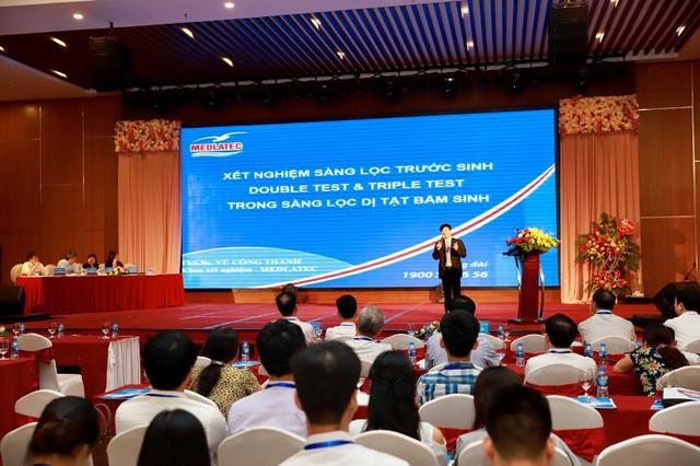 ThS. BS Vũ Công Thành, Trung tâm Xét nghiệm MEDLATEC báo cáo tại hội nghị