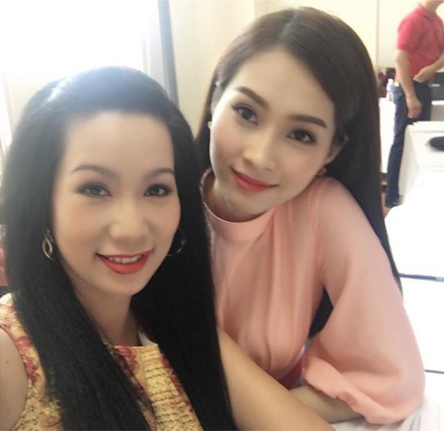 Hơn Thu Thảo 20 tuổi nhưng Á hậu Kim Chi được khen trẻ trung như chị em với Hoa Hậu Việt Nam 2012.