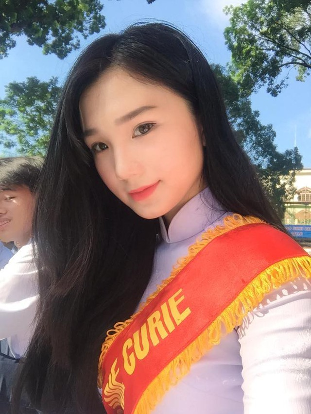 1. Nguyễn Thị Thu Tâm là gương mặt nữ sinh nổi bật ở cộng đồng teen Sài Gòn. Cô sinh năm 2000, hiện đang theo học trường THPT Marie Curie.