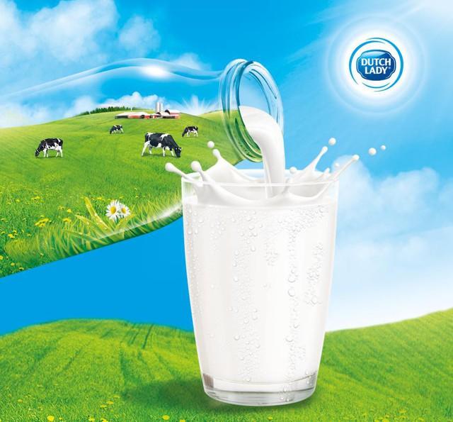 Sữa tươi chứa giàu Protein, Canxi, Vitamin và khoáng chất cần thiết cho cơ thể.