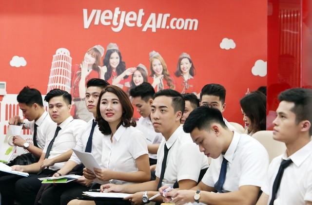 Vietjet sẽ tổ chức ngày hội tuyển dụng tiếp viên quy mô lớn trong tháng 7 tại Hà Nội và TPHCM vào ngày 19/7 tại Văn phòng Vietjet, 302 Kim Mã, Ba Đình, Hà Nội và ngày 26/7/2018 tại Trung tâm Đào tạo Vietjet, Tầng 9, CT Plaza, 60A Trường Sơn, Tân Bình, TPHCM.