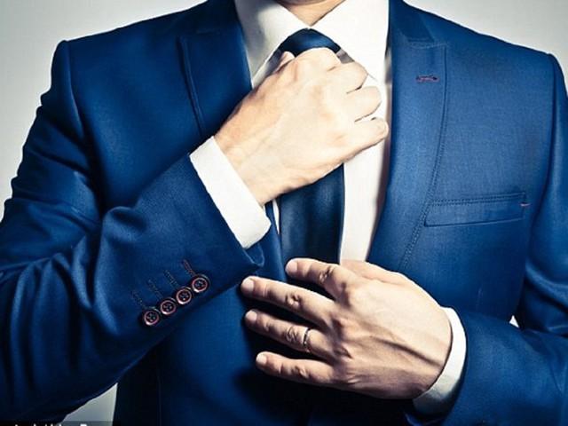 Mang cà vạt có thể làm giảm lưu lượng máu lên não của nam giới