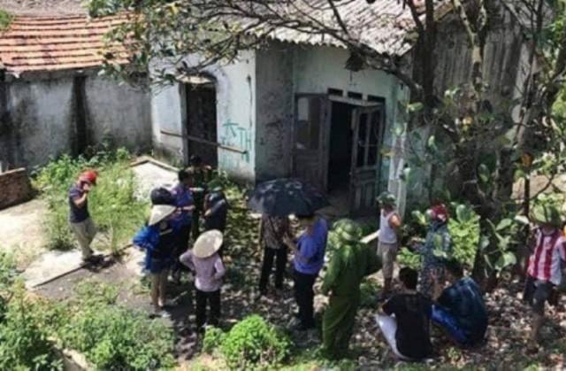 Ngôi nhà bỏ hoang, nơi phát hiện thi thể nạn nhân đang phân hủy. Ảnh: Bạn đọc cung cấp